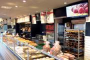 Ecrans dans une boulangerie (Photo : Latoque.fr).