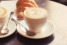 Offre croissant-café (Photo : Latoque.fr)
